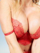 Britney Amber busty milf