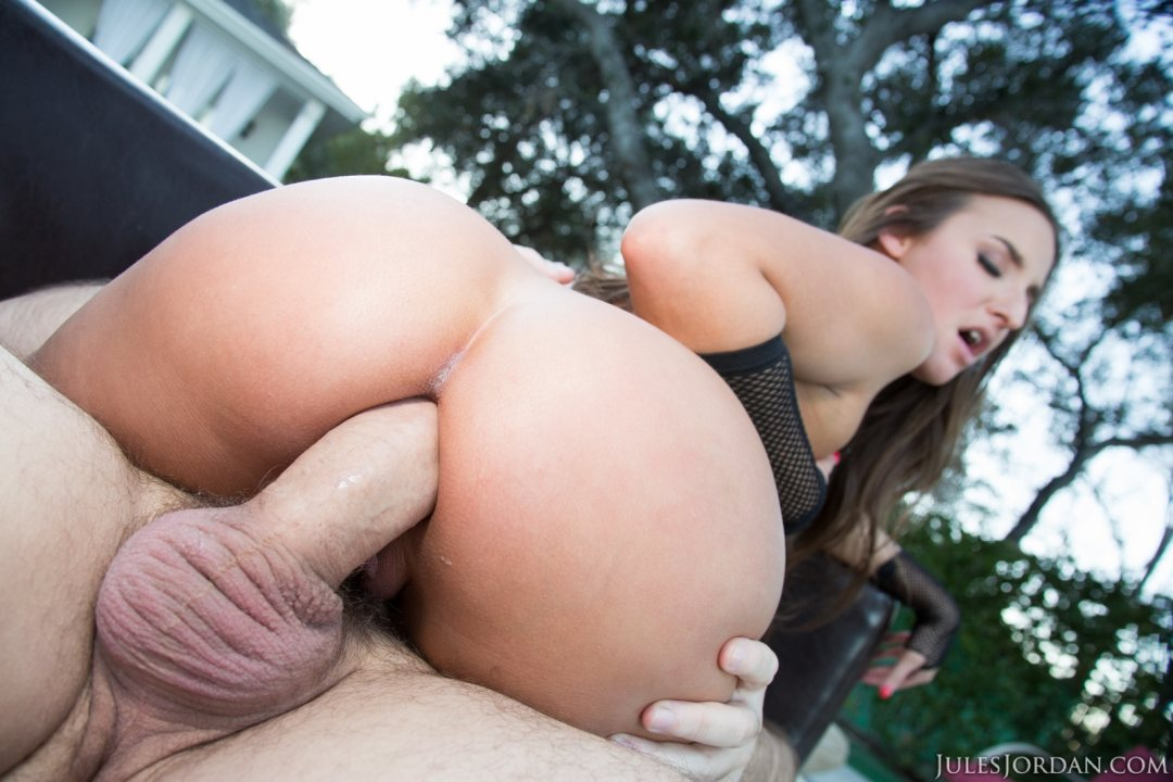 Abella danger gets her curvy ass drilled 7
