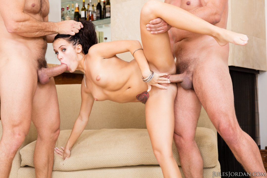 Manuelferrara busty milf romi rain getting down on manuel 4